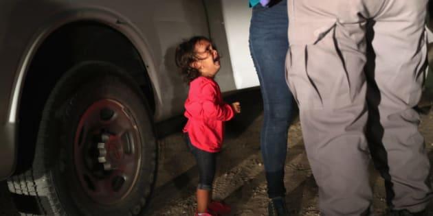 La petite fille devenue le symbole des enfants migrants aux États-Unis n'a pas été séparée de sa mère.
