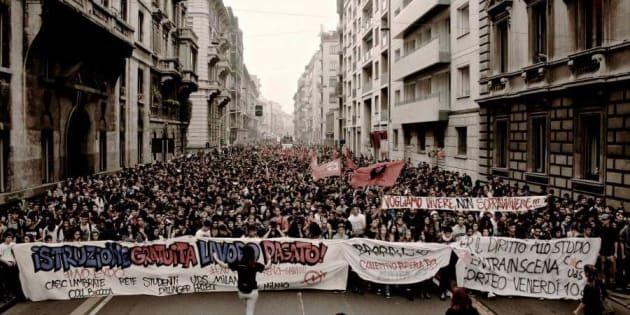 Una manifestazione per l'istruzione gratuita a Milano