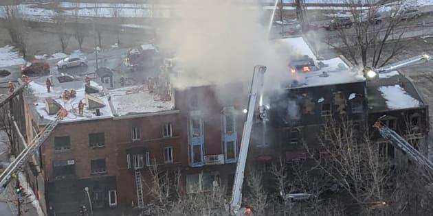 L'incendie au centre-ville de Montréal vu de la Tour des Canadiens.