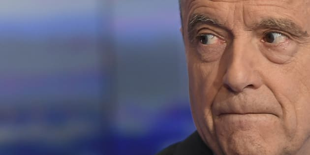 Alain Juppe, mayor of Bordeaux and candidate for the French right-wing presidential primary poses before taking part in the broadcast news of the French TV channel TF1 in Boulogne-Billancourt, outside Paris, on November 23, 2016. Francois Fillon and Alain Juppe, both former prime ministers, will go head-to-head in a run-off of France's rightwing presidential primary on November 27, 2016, ahead of the presidential election of May 2017. / AFP PHOTO / Lionel BONAVENTURE