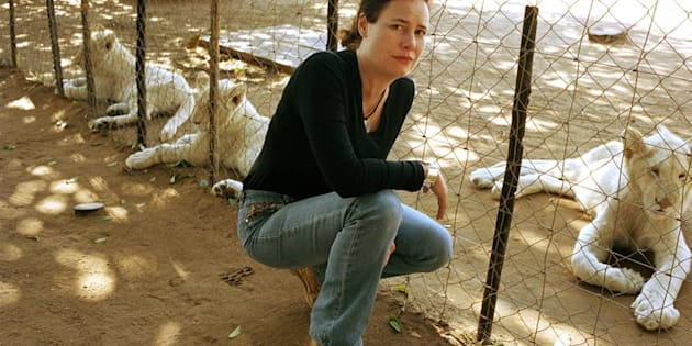 """Linda Tucker in 2002, pleading for the abolition of caged breeding/caged killing """"Canned Hunting"""" of White Lions. Now, following the CITES convention held in Johanneburg in October 2016, South Africa is legalizing this notorious malpractice into a lion bone quota."""