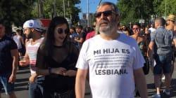 La maglietta di questo padre è il più bel messaggio dal Gay Pride di