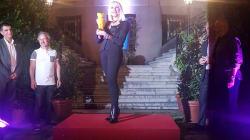 Raffella Carrà madrina del World Pride premiata a Madrid dalla comunità