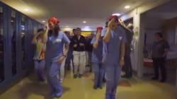 I medici del Meyer 'all'arrembaggio'. Il flashmob di dottori e infermieri per i bimbi