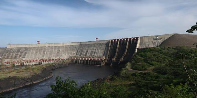Foto de archivo de la represa Guri, colapsada tras las inundaciones.