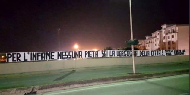 A Brindisi appare uno striscione contro Francesco Tedesco, i