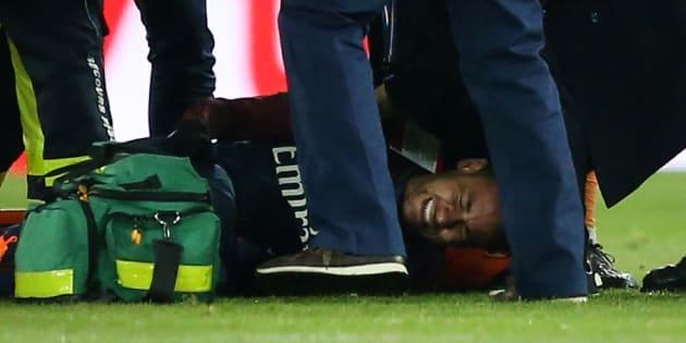 """Neymar sera absent """"entre six et huit semaines"""", annonce son père."""