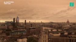 Le ciel jaune de Londres lui donne un air de fin du