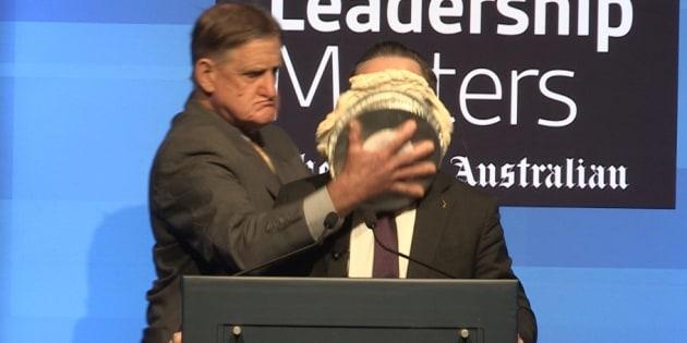 Presidente de aerolíneas Qantas es víctima de un