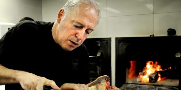Bittor Arginzoniz a été nommé à plusieurs reprises dans le classement des meilleurs restaurant du monde, et est incontestablement l'un des meilleurs chefs qui cuisine au barbecue.