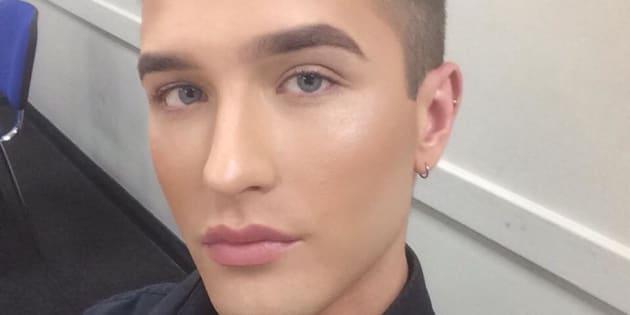 Interdit de porter du maquillage, ce vendeur dénonce une discrimination