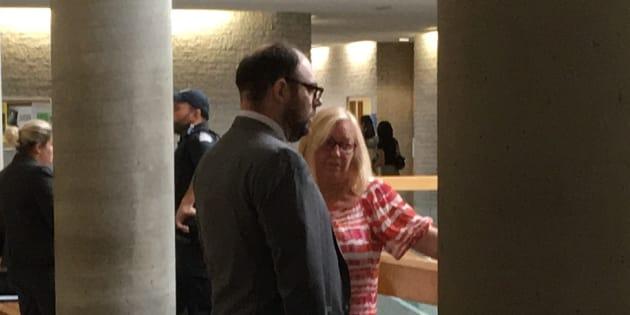Le conseiller municipal Alexandre Plante avec sa mère Louise, conjointe du maire Paul Leduc.