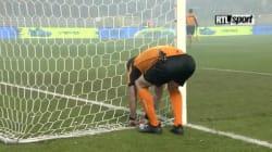 L'arbitre obligé de rafistoler lui-même les filets avant la finale de la coupe de