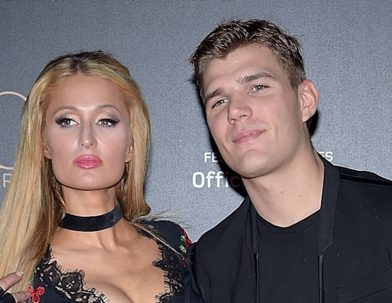 Paris Hilton, boyfriend make out on red carpet