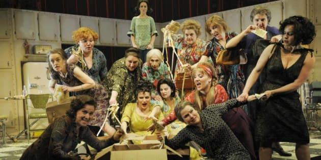 Photo de la troupe des Belles-Soeurs en 2010.