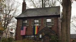 Le futur vice-président américain trollé par ses voisins qui accrochent des drapeaux gays à leur