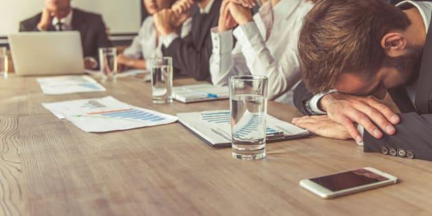 É claro que algumas reuniões são essenciais. E e-mails podem ser mal interpretados – ou mal escritos. Mas, lembre-se que tempo é dinheiro. Será que você está, realmente, utilizando o seu tempo e o da sua equipe de maneira produtiva?