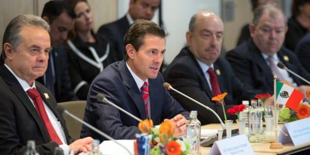 Peña Nieto durante el encuentro empresarial con la Conferencia Patronal Neerlandesa. A su izquierda, Pedro Joaquín Coldwell, secretario de Energía, y