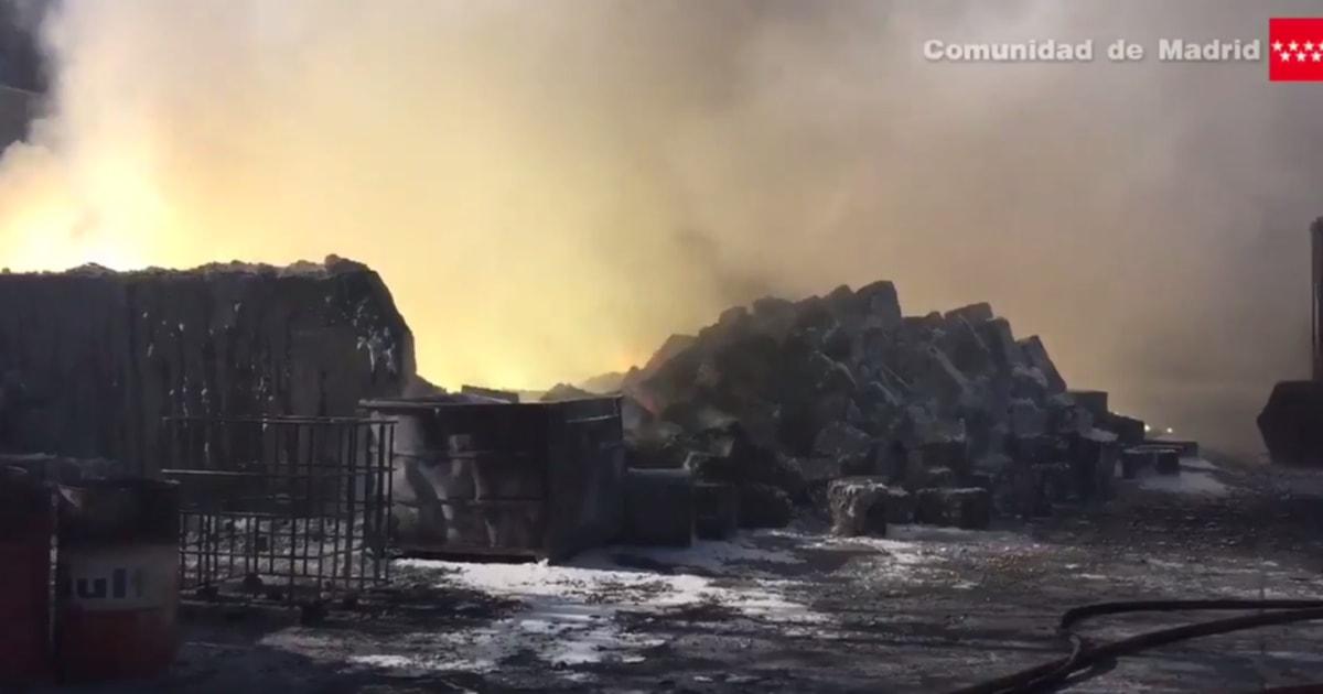 Desaparece la nube tóxica y los vecinos de 3 municipios de Madrid ya pueden salir de sus casas
