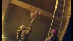 Ces pompiers rattrapent un enfant lancé du haut d'une grande