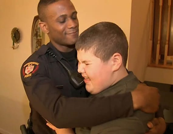 Cop saves the day after boy with autism calls 911