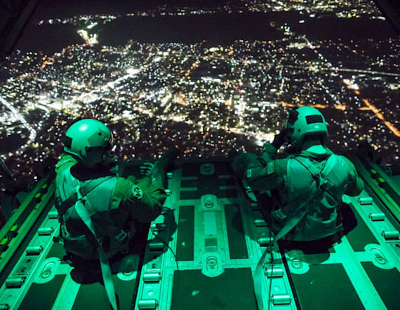 Striking images show US military training at night