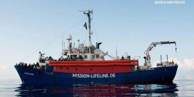 Le navire de l'ONG Lifeline va demander à accoster en France, après avoir été refoulé en Italie