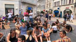 Contre l'arrêté anti-mendicité interdisant de s'asseoir à Besançon, ils protestent avec un