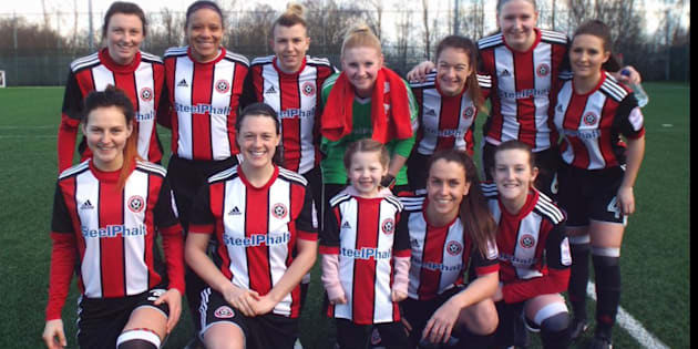 Jessie Adams a notamment été invitée à jouer avec l'équipe de football féminine locale de Sheffield United, après avoir été rejetée d'un match de football à l'école.