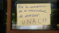 Una maestra mexicana defendió a una víctima de acoso y como premio... la