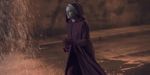 """La Servante écarlate, saison 2 épisode 13 : dans le final de """"Handmaid's Tale"""", les femmes se sauvent mutuellement - ATTENTION SPOILER"""