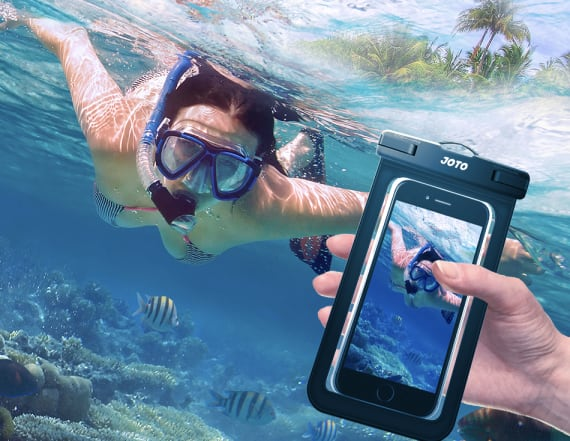 Use your phone underwater with this phone pouch