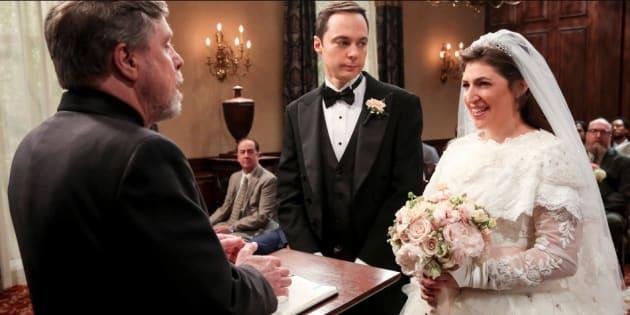 """Le mariage très attendu de """"The Big Bang Theory"""" a été mené par une star de Star Wars."""