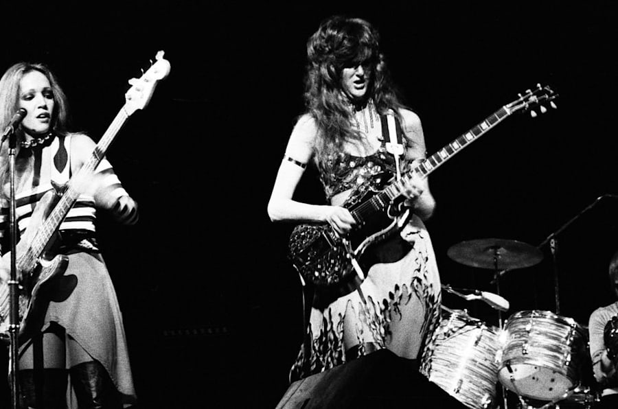 Jean Millington (L) and Patti Quatro perform during a Fanny show in 1974.
