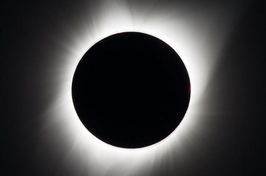 O eclipse solar tota é visto em Madras, Oregon.