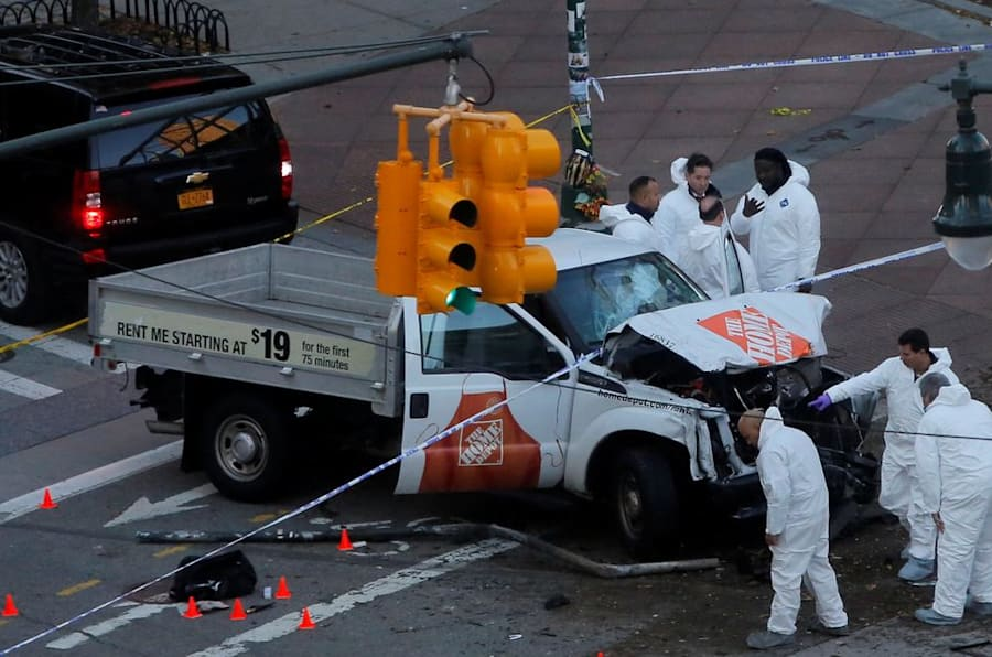 Police investigate a vehicle allegedly used in a ramming incident on the West Side Highway in Manhattan, New York, U.S., October 31 2017.  REUTERS/Andrew Kelly - RC142BFDE310