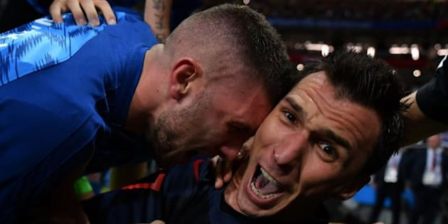 Les photos de Yuri Cortez, photographe pour l'AFP, qui a été enseveli sous les joueurs de la Croatie.
