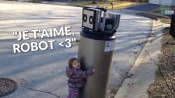 Cette fillette est tombée amoureuse d'un robot... qui n'en est pas
