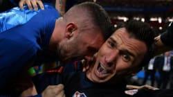Voilà les clichés que le photographe a pu prendre quand l'équipe de Croatie lui est tombée