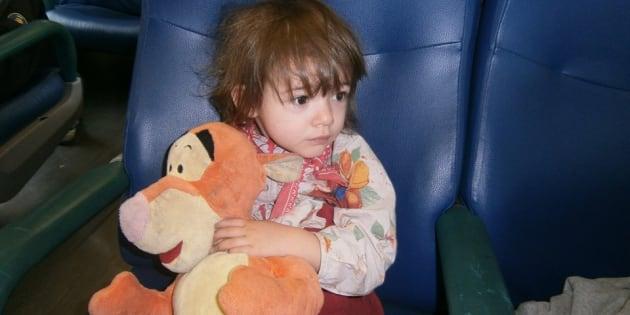 La bambina di 7 anni ha trascorso insieme al pupazzo ogni momento della sua  vita. Fin quando 5a31e825036