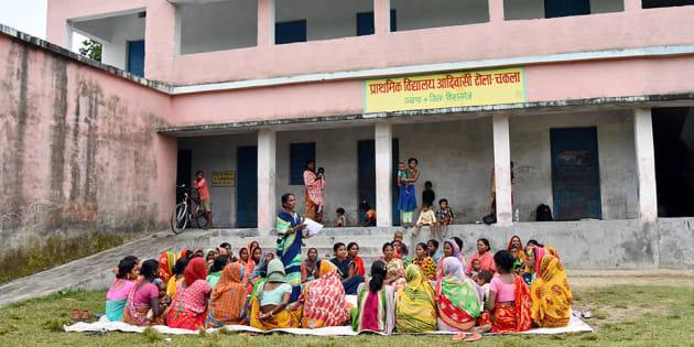 Un grupo de mujeres en India se reúnen para boicotear matrimonios infantiles
