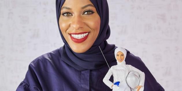 Mattel présente sa première Barbie voilée en l'honneur de l'escrimeuse Ibtihaj Muhammad