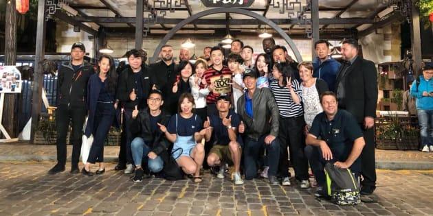 """L'équipe de """"Chinese Restaurant"""" au complet en fin de tournage"""