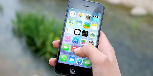 La principale d'un collège offre 100 dollars aux élèves capables de décrocher de leur portable un jour par semaine
