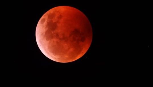 📷 La bella luna roja que nos cautivó la noche del