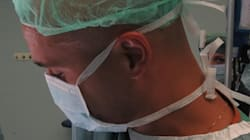 È uno dei chirurghi del primo trapianto di volto in Italia. Ma è ancora