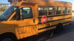 El autobús que lleva mexicanos a la escuela en 'el otro