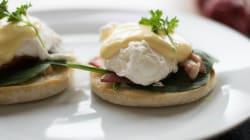 Huevos benedictinos con tocino y