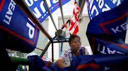 FOTOS: Trabajadores de fábricas chinas hacen banderas 'Trump