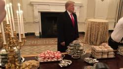 VIDEO: Trump recibe a campeones nacionales con hamburguesas en la Casa